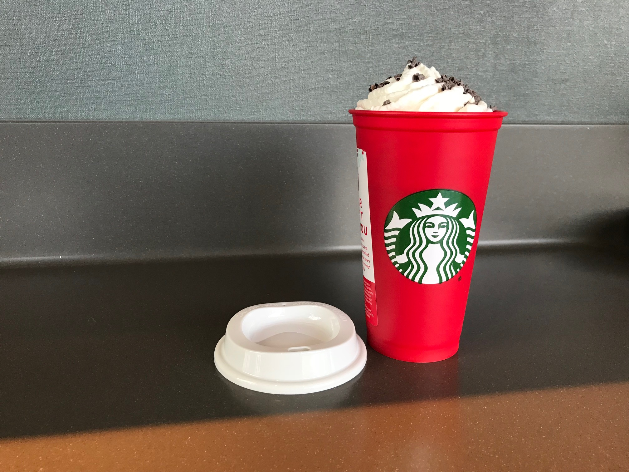 """Does the 2018 Starbucks reusable holiday cup test positive for any """"nasties""""?"""