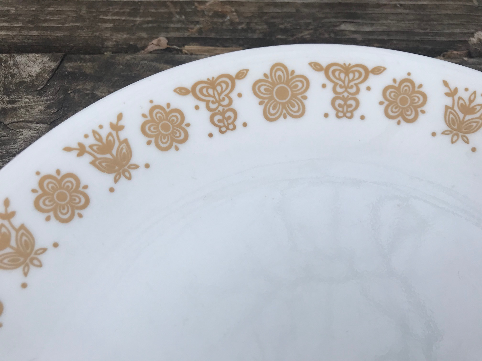 Corelle Butterfly Gold Vintage Glass Plate: 18,700 ppm Lead on the decorative pattern when tested with an XRF.