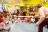 """Gloria haciendo magia a los más peques en la Escuela Infantil """"El Tamarindo"""""""