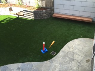 Artificial turf, especially strong for soccer playing