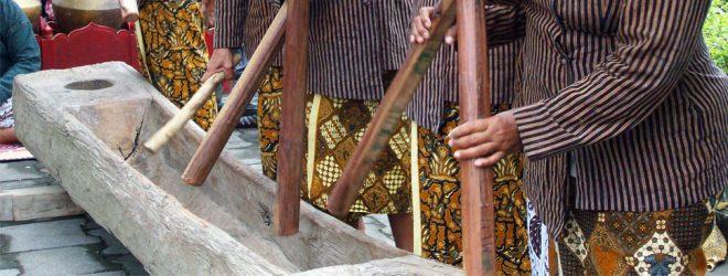 15 Alat Musik Yogyakarta dan Cara Memainkannya