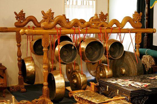 18 Alat Musik Jawa Timur dan Cara Memainkannya