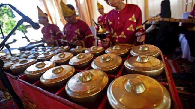 14 Alat Musik Tradisional Sumatra Barat dan Cara Memainkannya