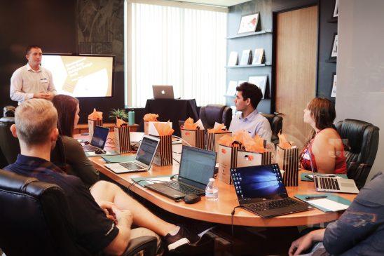 Komunikasi Organisasi: Pengertian, Pendekatan, dan Jaringan Komunikasi