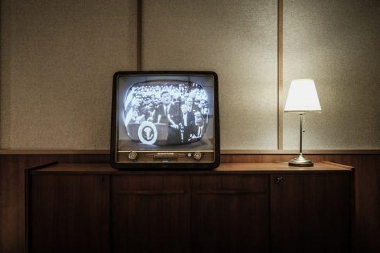 Komunikasi Massa: Pengertian, Sejarah, dan Efek Media Massa