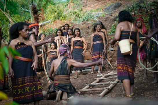 10 Suku di Bali dan Nusa Tenggara Serta Penjelasannya