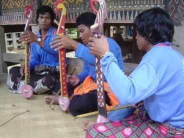 10 Alat Musik Tradisional Sulawesi Tengah dan Cara Memainkannya