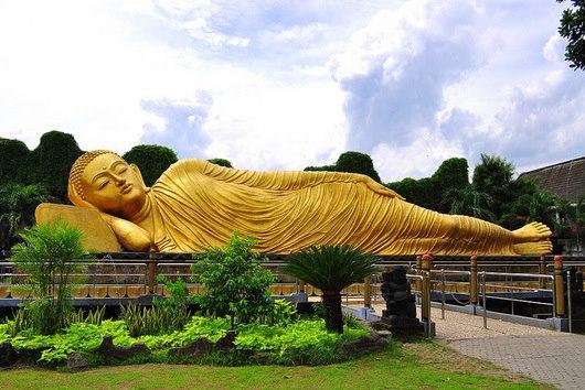 patung buddha tidur