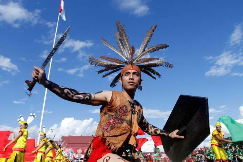 7 Pakaian Adat Kalimantan Barat - Tambah Pinter