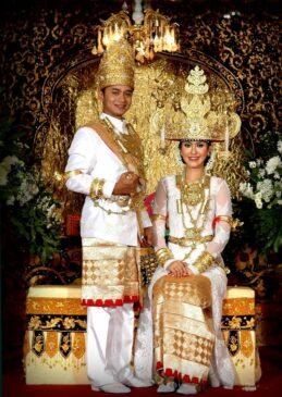 Mengenal Pakaian Adat Lampung Serta Penjelasannya