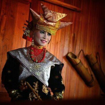 14 Pakaian Adat Sumatera Barat Serta Penjelasannya