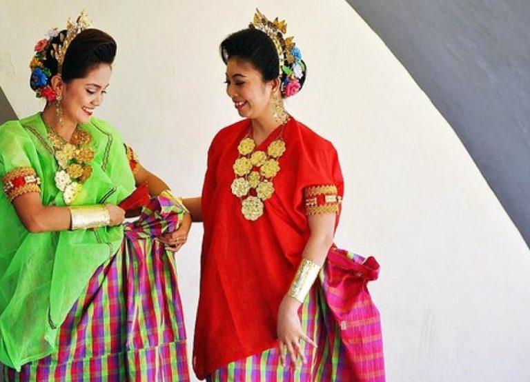 Pakaian Adat Suku Mandar Wanita