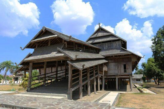 Rumah Adat Nusa Tenggara Barat Serta Penjelasannya