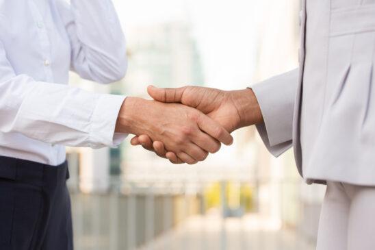 Komunikasi Bisnis: Fungsi, Proses, Hambatan dan Teori