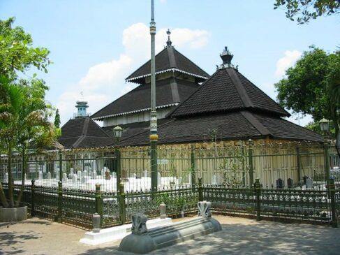 Makam Masjid Agung Demak