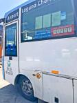 プーケット国際空港からパトンビーチへスマートバスで行く。