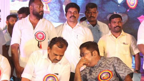 டிடிவி தினகரன் இருக்கையில் மாணிக்கராஜா... குழம்பிய தொண்டர்கள் | ssvp  manickaraja sit on front seat in ttv dinakaran car - Tamil Oneindia