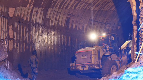 Workers trapped in the mine
