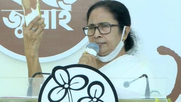पेगासस स्पाइवेयर: पश्चिम बंगाल की सीएम ममता बनर्जी ने कहा है कि उनका फोन भी टैप किया गया है
