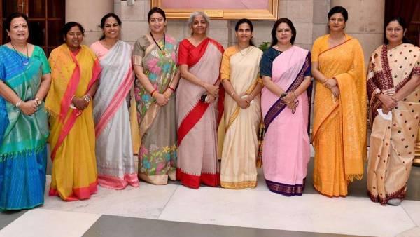 பிரதமர் மோடி அமைச்சரவையில் பெண் அமைச்சர்களின் எண்ணிக்கை 11 ஆக அதிகரிப்பு- 7 பேர் புதுமுகங்கள்