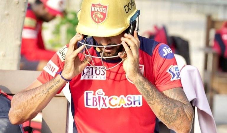 IPL2021: பஞ்சாப் வீரர் தீபக் ஹூடாவின் ஹெல்மெட் போட்டோ சர்ச்சை; பிசிசிஐ விசாரணை – பின்னணி என்ன?