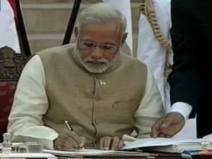 Narendra Modi became The country's 15  prime minister  (2)