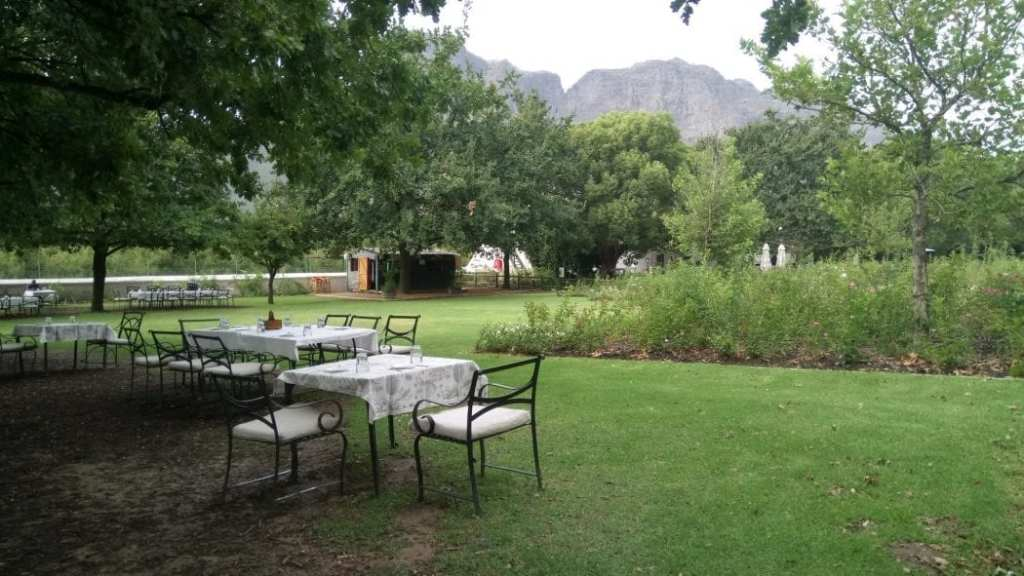 rhone-rose-garden-picnic-boschendal