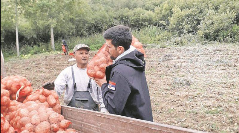 Новак помагао сељацима да купе кромпир