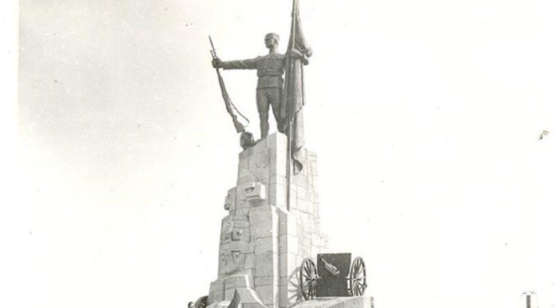 """Споменик браниоцима краљ """"пребацио"""" на горбље"""