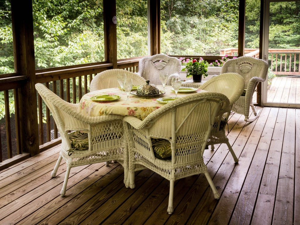 Outdoor entertaining checklist for tampa homebuyers