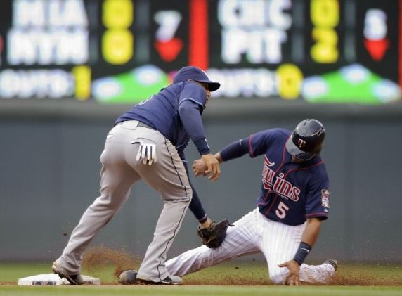 Yunel Escobar catches Eduardo Escobar stealing second base during the third inning of the game on September 15, 2013. (Photo by Hannah Foslien/Getty Images)