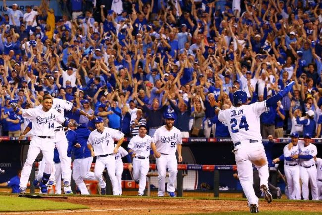 The Kansas City Royals celebrate their 9 to 8 win over the Oakland Athletics in the 12th inning of the American League Wild Card. (Photo courtesy of Dilip Vishwanat/Getty Images)