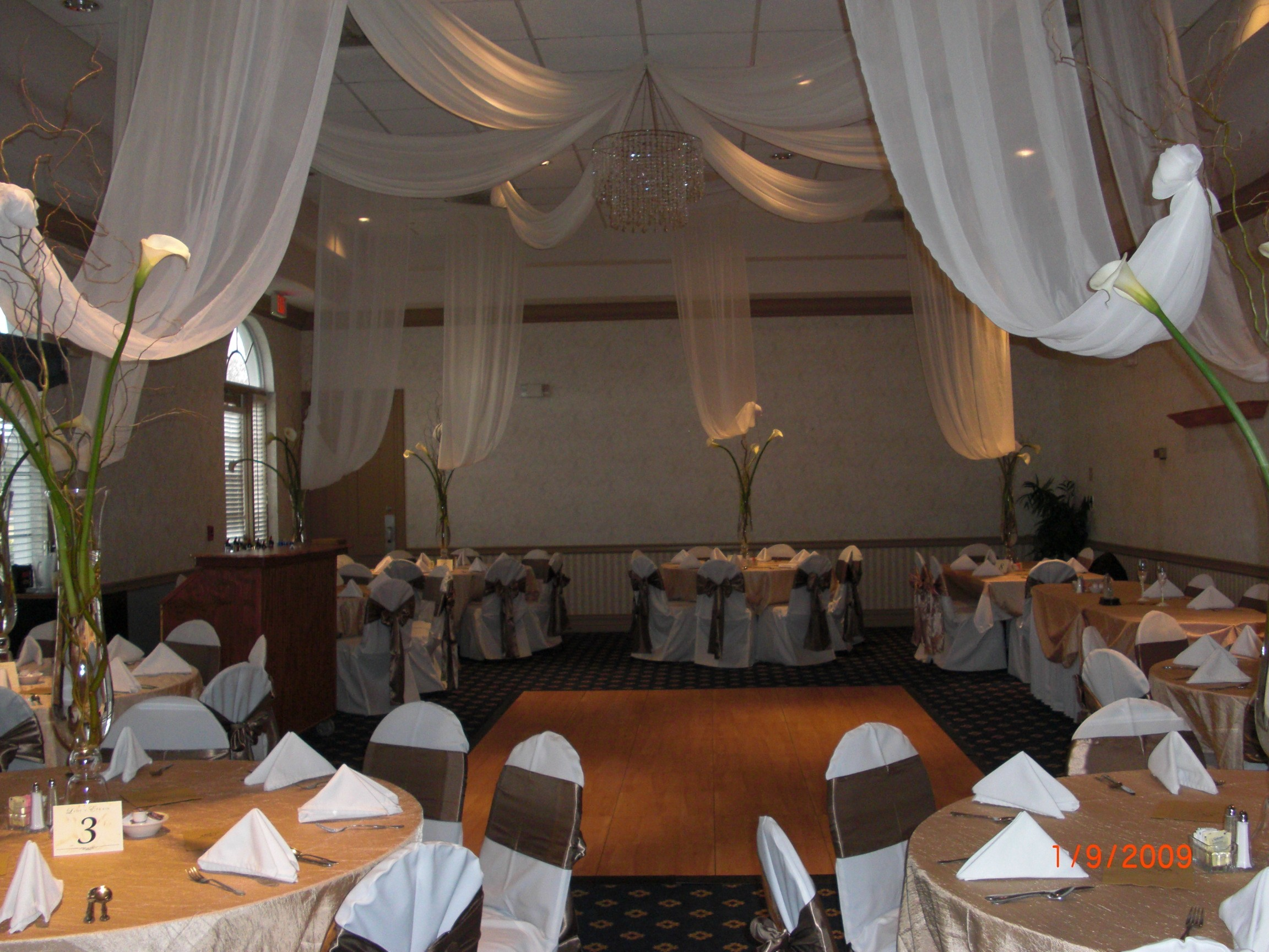 ceiling Draping drop to flowers