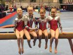 D- luokan mestaruushopea pokaali (vasemmalta Helmi, Lotta, Ella ja Elina)