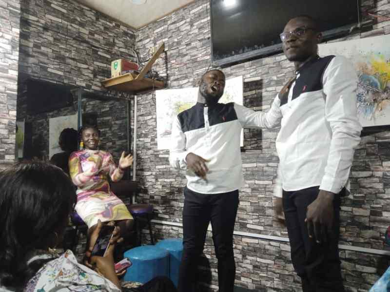 Douala: Les humoristes camerounais éclatent la scène de Camer Comedy Club