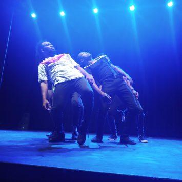 La danse contre les mouvements migratoires clandestins pour « Faire Miroiter l'autre »