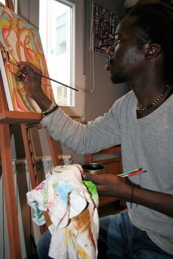 El artista gambiano Yusupha Gai. Foto: Juan A. Berzal.
