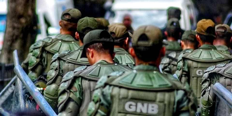 El comunicador social tuvo que ir a un comando de la Guardia Nacional a retirar parte del equipo de seguridad que habría sido retenido por los soldados