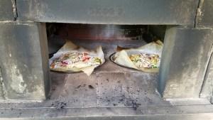 野菜たっぷりのピザ