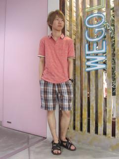 ピンクのポロシャツ×チェックのハーフパンツ