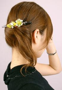 すっきりスマートな印象のまとめ髪
