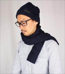 黒ぶちメガネとマフラーとニット帽1