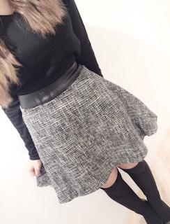 スィード素材のフレアースカート