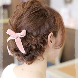 卒業式の髪型でミディアム女性の編み込み画像1