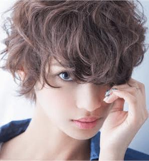 ラフな雰囲気の2016年秋に流行のレディースのショートの髪型
