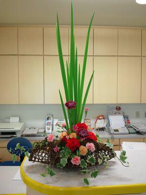 カーネーション オクラレルカ アイビー 母の日 受付の花