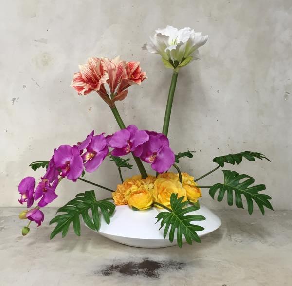 アマリリスと胡蝶蘭の造花アレンジ~インテリアにモダンな造花のアレンジを~