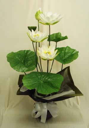 初盆用に蓮(ハス)の造花