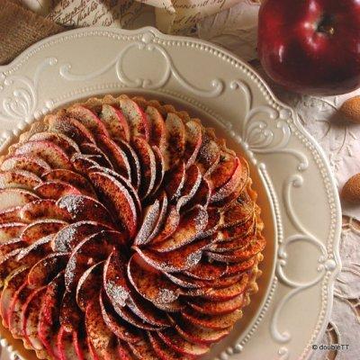 Pita od badema i jabuka i glazba iz T and T kuhinje
