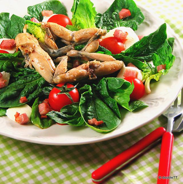 Žablji kraci na salati od špinata